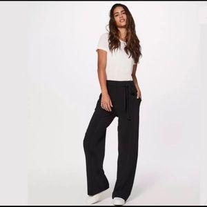 Lululemon Noir Pant Size 6